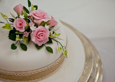 wedding cake at preston marriott hotel