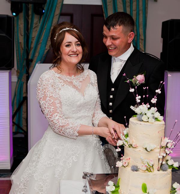 wedding cake cutting at shaw hill